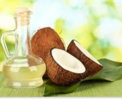 ココナッツの断面とオイル