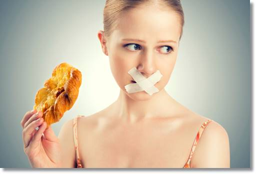 断食する女性